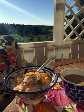 Frukost i morgonsolen